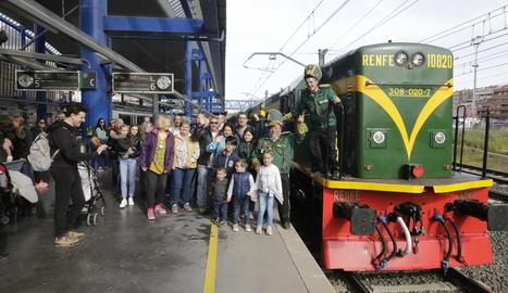 Imatge del primer comboi de la temporada del Tren dels Llacs, que va començar el 20 d'abril.