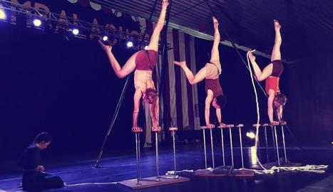 La companyia madrilenya Grop va oferir divendres a la nit el seu espectacle circense 'Myres'.