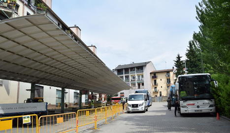 Les obres condicionen l'aparcament dels autobusos.