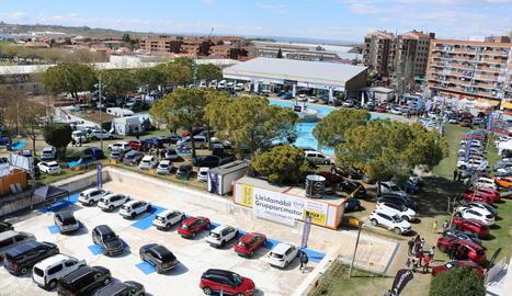 L'antiga piscina forma part del Saló de l'Automòbil.