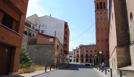 El solar del carrer la Creu que es convertirà en pàrquing.
