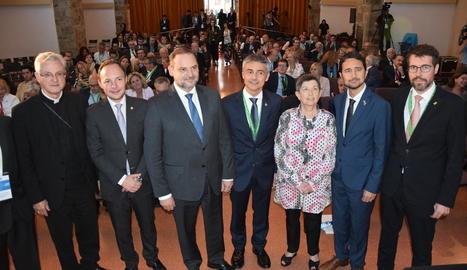 El ministre Ábalos amb els responsables de la Trobada, la delegada del Govern i el conseller Calvet.