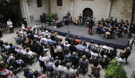 Els alumnes de l'escola L'Intèrpret van oferir un concert al pati de l'IEI de Lleida.