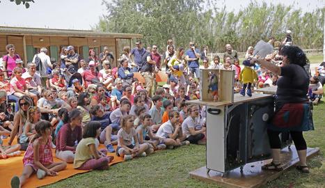 Desenes de nens van gaudir ahir de les diferents activitats a la Mitjana.