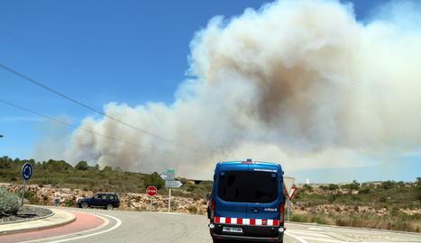 ACTUALITZACIÓ. L'incendi del Perelló ja ha cremat 100 hectàrees de superfície forestal