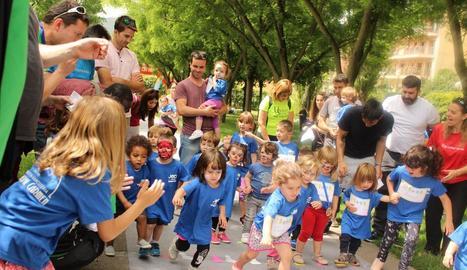 Alguns nens participants en les activitats de Jocs sense Fronteres.