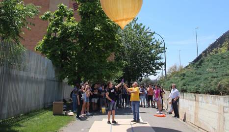 Instant del llançament del globus amb la sonda des del Joan Oró.