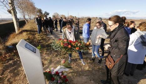 Monòlit dedicat a Marta Soria al lloc on va morir.