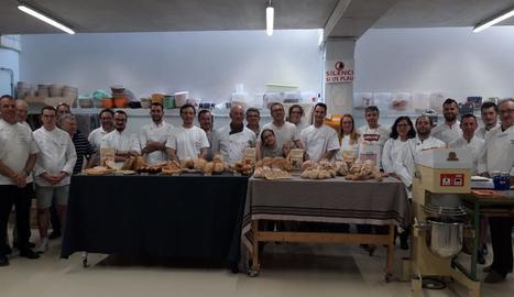 Vint forners de Lleida aprenen a elaborar pans ecològics