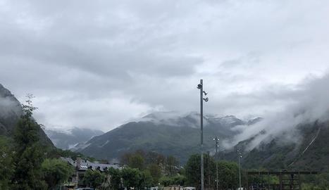 L'aspecte hivernal que oferia ahir l'estació d'esquí de Port Ainé després de la nevada.
