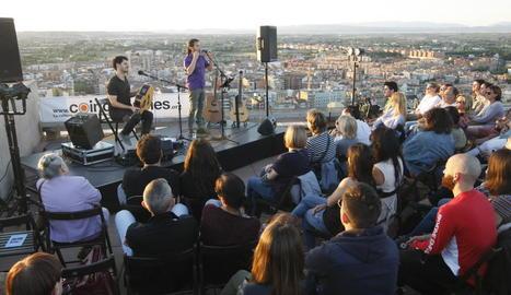 'Terrats en cultura' va arrancar ahir amb Cesk Freixas al terrat del Castell del Rei, a la Seu Vella.