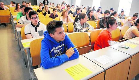 Alumnes a punt de començar la selectivitat al campus de Cappont de la Universitat de Lleida.