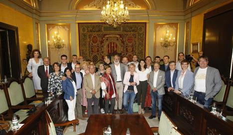 Imatge dels membres de l'ajuntament en el seu últim ple amb alcalde socialista després de 40 anys.