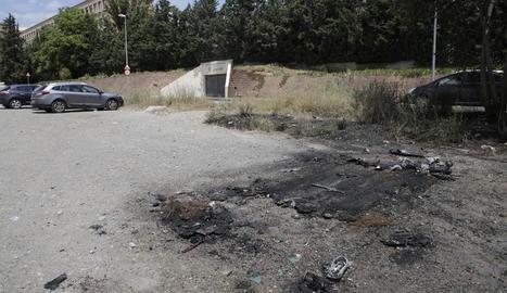 Punt en el qual hi havia el cotxe que es va incendiar.