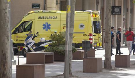 Una ambulància va traslladar l'home a l'Arnau de Vilanova.