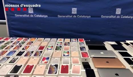 Recuperats a Vilanova de Bellpuig 180 mòbils d'alta gamma robats amb encastaments