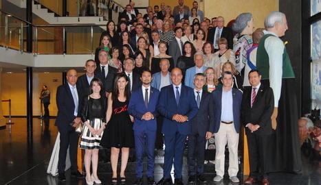 La festa del Gremi de Constructors va incloure una visita al Museu de Vestits de Paper de Mollerussa.