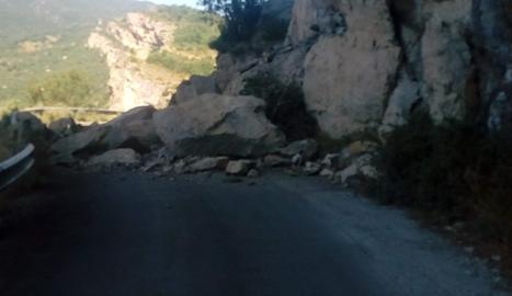 Tallada la carretera d'Tallada la carretera d'accés al congost de Mont-rebei per una esllavissadaaccés al congost de Mont-rebei per una esllavissada