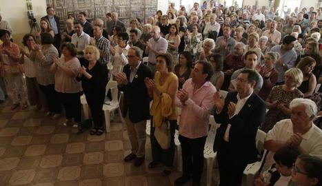 Minut de silenci en memòria dels deportats a camps nazis, ahir al Vilosell amb el president Torra i dos fills de Joan Tarragó.