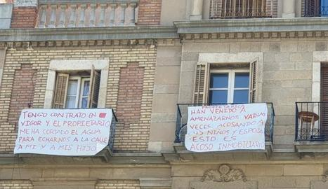 Pancartes que denuncien assetjament immobiliari.