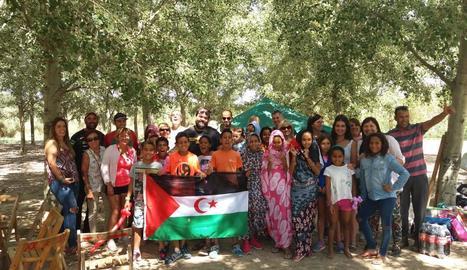 Foto de grup dels participants del programa Vacances en Pau l'estiu passat.