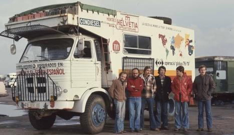 Els sis joves de Vic durant el viatge que el 1976 els va portar per cinquanta països a bord d'un camió.