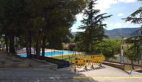 Vista de les piscines municipals de la Granja d'Escarp, on va tenir lloc el tràgic succés diumenge.