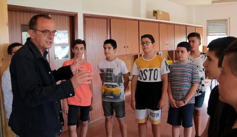 La primera visita oficial de l'alcalde Miquel Pueyo, ahir a l'institut escola Magraners.