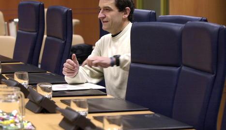 Josu Ternera en un sessió al Parlament basc l'abril de 2002