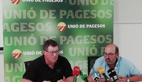 Ramon Comes i Salomó Torres, d'UP, han valorat aquest dimecres a Lleida l'inici de la campanya de la fruita.
