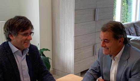 Carles Puigdemont i Artur Mas, ahir, durant la reunió que van mantenir a Waterloo.