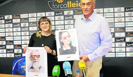 Montse Pociello, dissenyadora del cartell de la campanya d'abonats, i Félix González durant l'acte de presentació d'ahir.