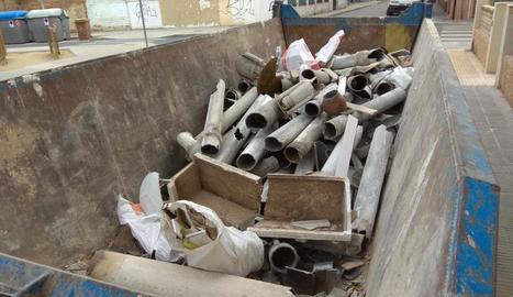 El contenidor amb amiant era a la plaça l'Amistat.