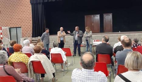 L'entrega de diplomes al pavelló de Bellcaire d'Urgell.