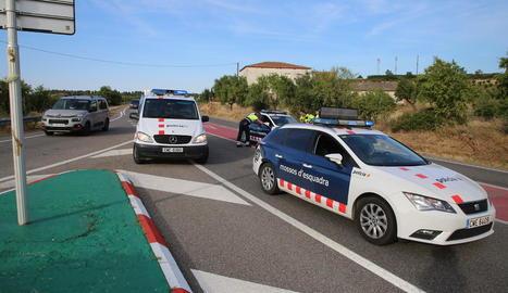 Els Mossos van tallar la carretera i van desviar el trànsit.