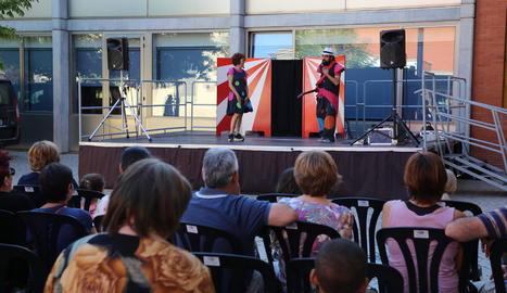 L'espectacle 'La pares tu!', a l'Escorxador, i els jocs a l'aire lliure, a Cappont, van entretenir ahir els assistents.