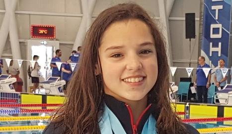 Emma Carrasco, amb les tres medalles que ha guanyat.