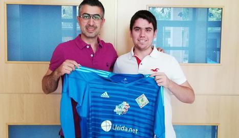 El president Ricard Vizcarra, amb Pol Besora, el nou fitxatge.