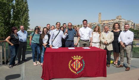 La signatura de l'acord ha tingut lloc a la passarel·la dels Camps Elisis de Lleida.