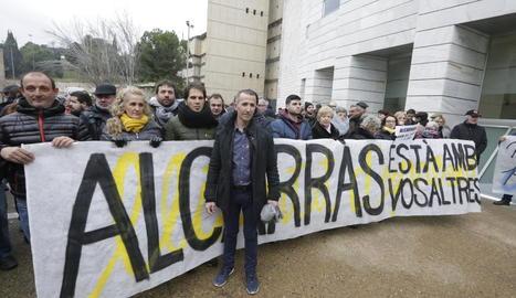 A Serra li van donar suport nombrosos veïns al gener al jutjat.