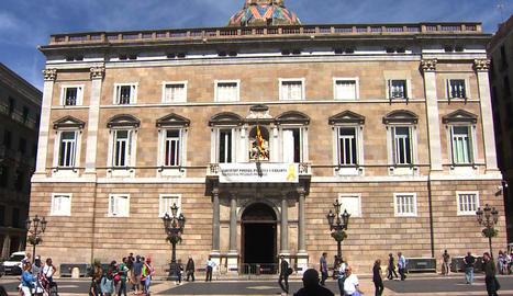 Després de la retirada de la pancarta, la Generalitat la va tornar a penjar el 27 de maig passat.