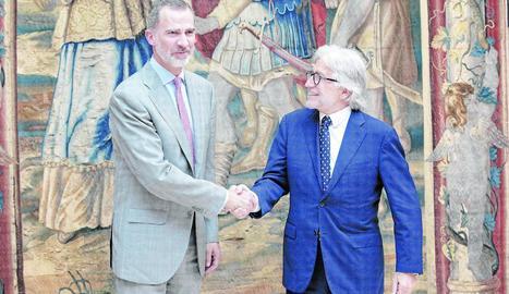 El rei Felip VI al costat del president de la patronal catalana Foment del Treball, Josep Sánchez Llibre.
