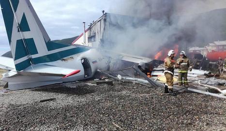 Almenys dos morts a l'estavellar-se un avió comercial a Rússia
