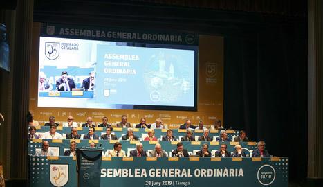 Una vista general dels membres de la junta directiva de la FCF ahir al Teatre Ateneu de Tàrrega.