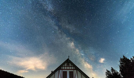 Imatge del cel nocturn del Parc Natural de l'Alt Pirineu.