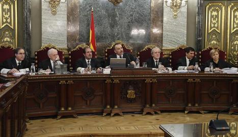 Imatge d'arxiu dels magistrats del Tribunal Suprem durant una sessió del judici.