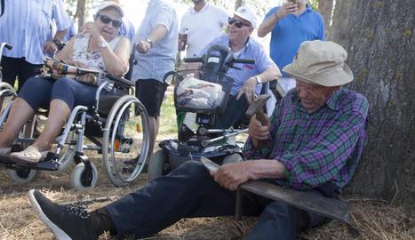 Un veí de Folgueroles de 88 anys va oferir demostracions.