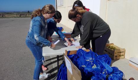 Els alumnes han portat a terme diverses activitats per recaptar fons per a Afanoc, algunes de les quals de collita pròpia com el disseny i venda de motxilles solidàries.