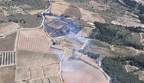 S'han detectat represes a l'incendi que troben contingudes, en zones voltades de camps.