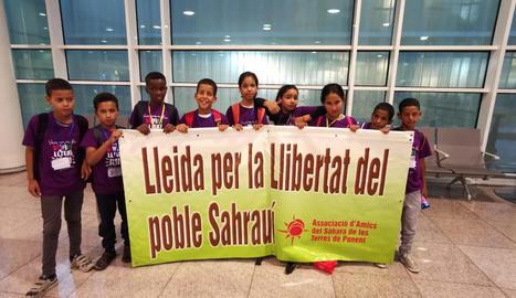 Els primers nou nens i nenes saharauis que han arribat al Segrià per passar l'estiu.